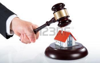 39601912-martillo-en-la-casa-de-subastas-de-bienes-inmuebles